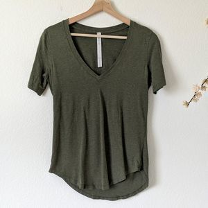 LULULEMON Love Tee Green Curved Hem V-Neck 4 Small